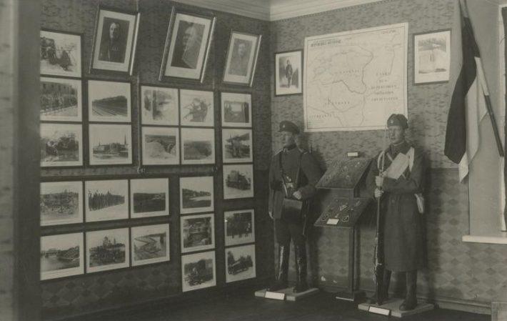 Osa Brüsselisse sõjamuuseumisse saadetavatest Eesti Vabadussõda käsitleva ekspositsiooni esemetest. Foto: Rahvusarhiiv