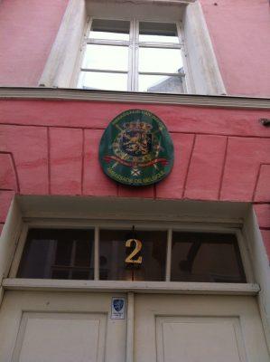 Belgia saatkond asus aadressil Rataskaevu 2 kuni Belgia sulges 28. veebruaril 2015 saatkonna Tallinnas. Eestit hakati katma Helsingist.