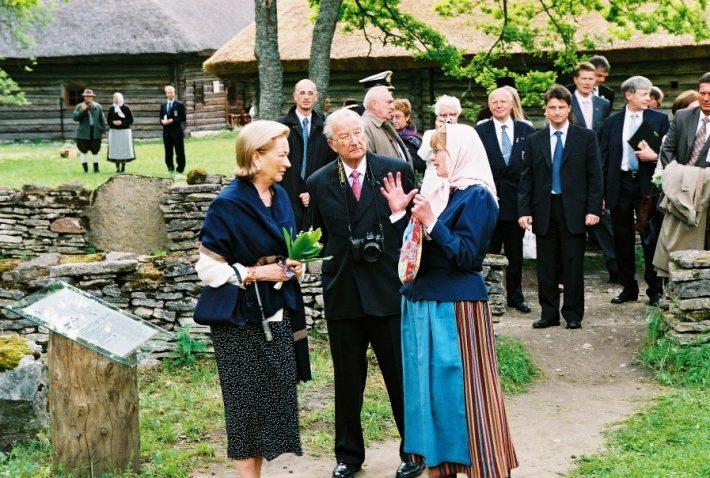 Kuningas Albert II ja kuninganna Paola Vabaõhumuuseumis, kus nad tutvusid Eesti talurahva kommetega