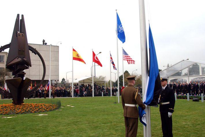 Eesti lipu heiskamine NATO peakorteris Brüsselis